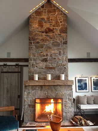 pg_findlay_living_fireplace.jpg