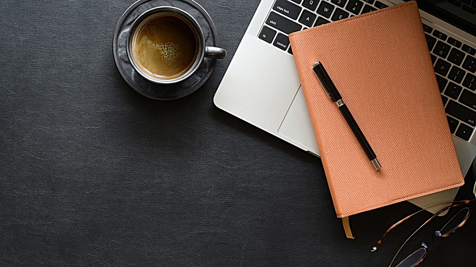 Obraz z kawą, notebookiem i zeszytem.
