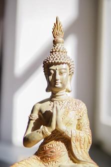 Goldene Yoga Figur