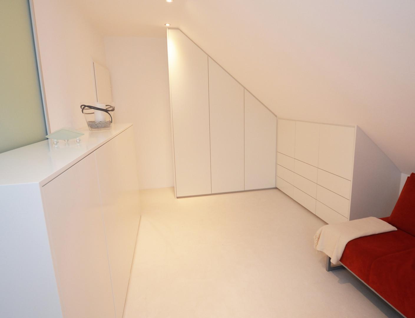 Ankleidezimmer- elegant in weiß