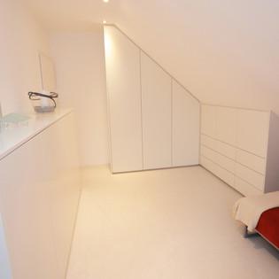 Ankleidezimmer in weiß