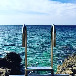 Une échelle à la mer