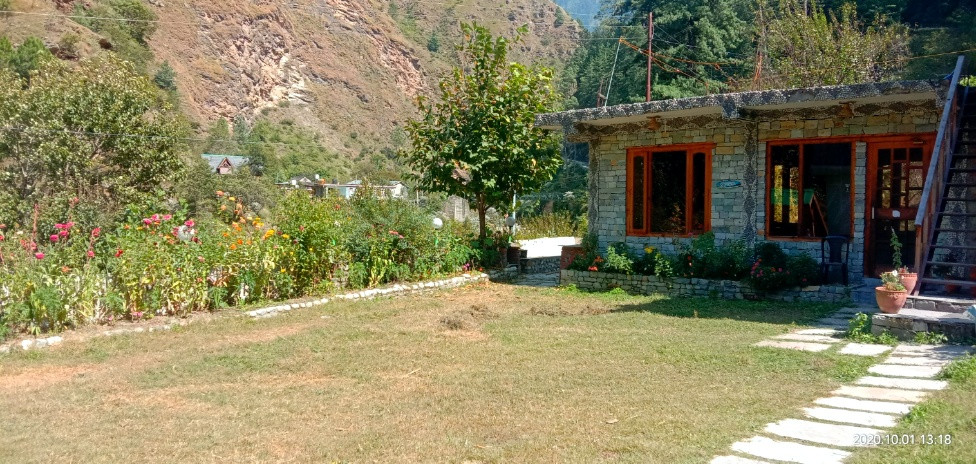 Homestays close to Tirthan River | Hotels in Tirthan Valley