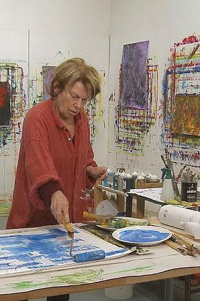 Heidi Neff bei der Arbeit im Atelier