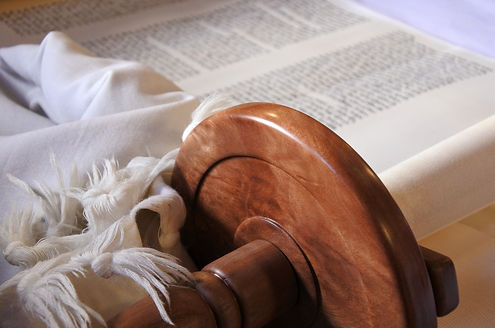Selective focus of Torah scroll.jpg