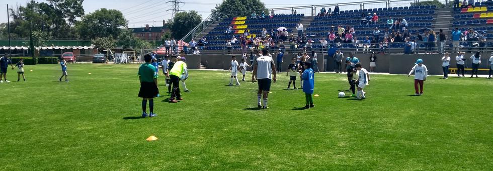Partido entre Club America equipo de Inclusión y Equipo de Iluminemos de Azul. Abril 2018