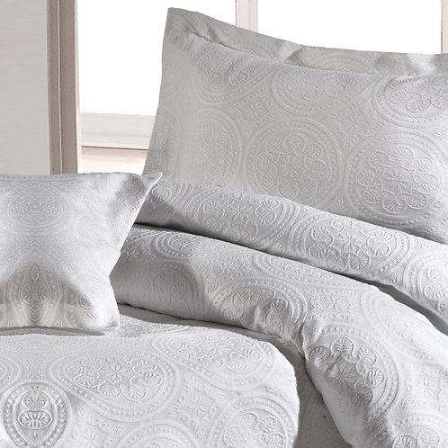 Image of bed with Stowe duvet cover and pillowcases