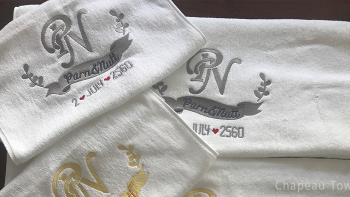 ผ้าเช็ดตัวรับไหว้ปักไหมสีเหลืองทองและสีเทาอ่อน