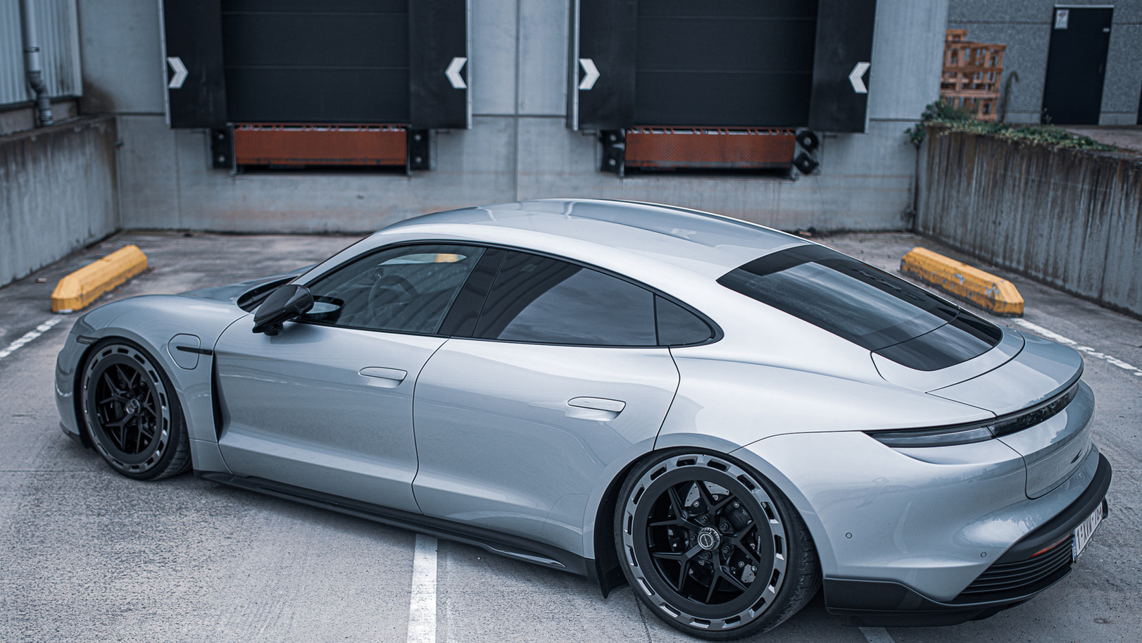 BSA Porsche Taycan (26).jpg