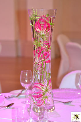 Floral Passion Gloriosa submerged table