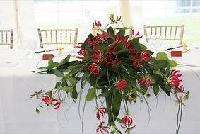 gloriosa top table long and low arrangem