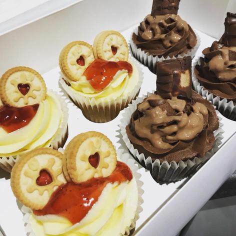 Jammy Dodger & Kinder Cakes