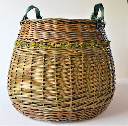 2.Log Basket with Lichen. Angela Cole.JP