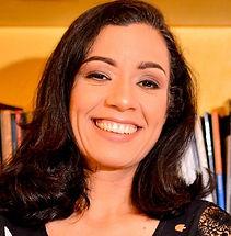 Mayanna Velame, autora de Português Amoroso