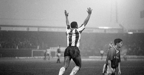 Tony-Ford-celebrates-scoring-the-winning