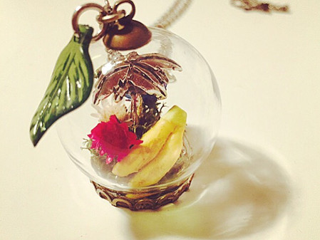 Banana Terrarium Jewelry brings you lots of happiness.