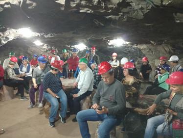 Grupo em galerias subterraneas em Ammetista do Sul.