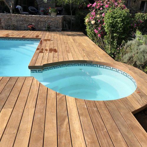 piscine avec jacuzzi
