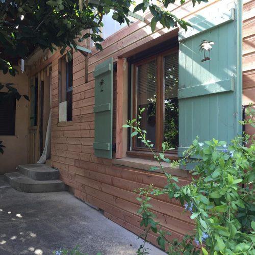 maison avec fenetre verte