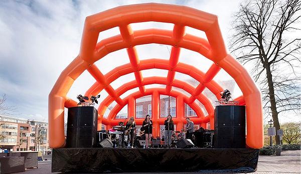 Opblaasbaar-podium-Oranje.jpg