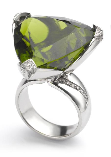 32ct trillion cut peridot platinum ring with 0.78cts pave set diamond