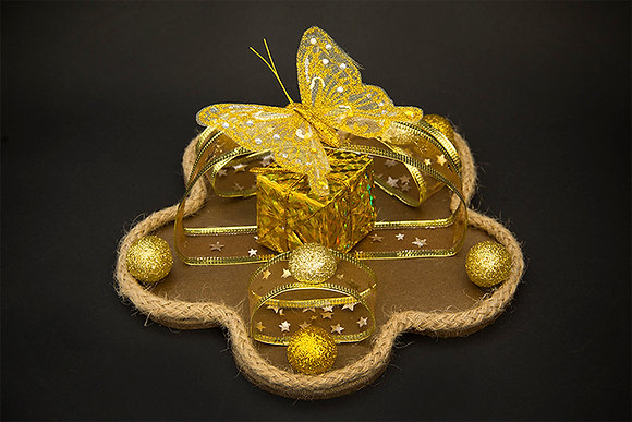 Golden themed Flower-Shaped Corner Piece