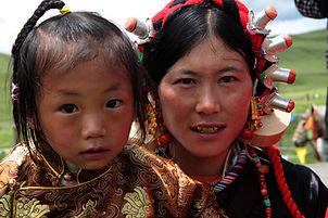אמא ובת טיבטיות במערב סצ'ואן