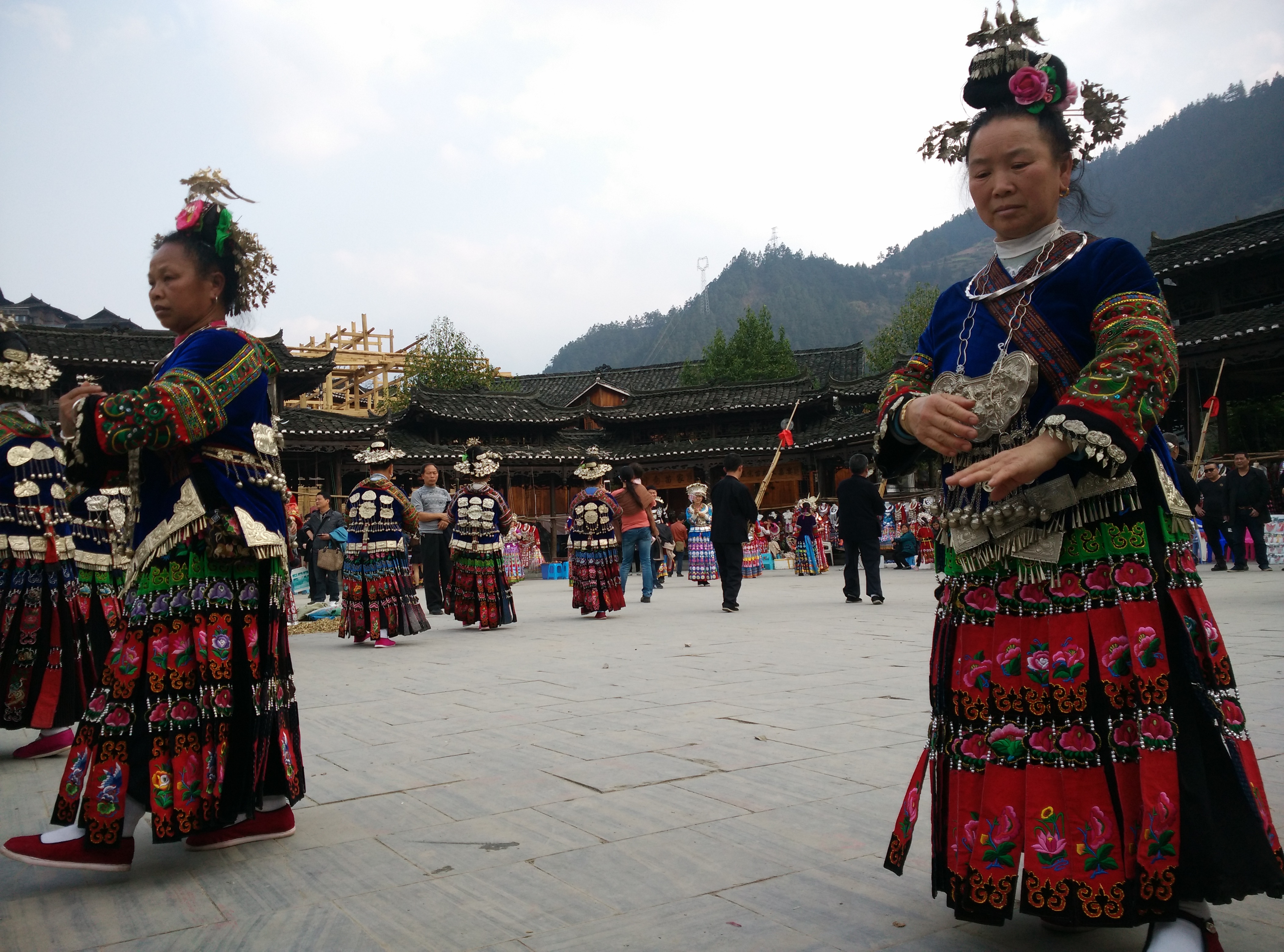 ריקוד בנות המיאו