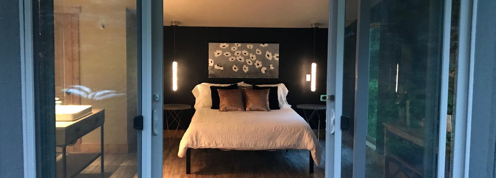 Cliffside Retreat @whiteravenvenue - Bedroom