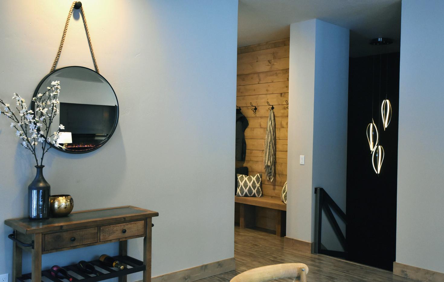 The Driftside Retreat @whiteravenvenue - Foyer & Stair