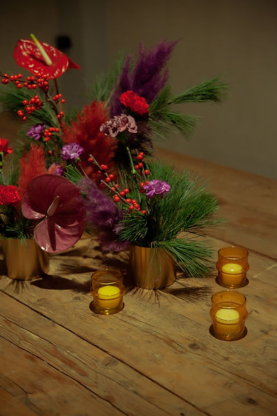 xmas party candles red purple event design tablesetting