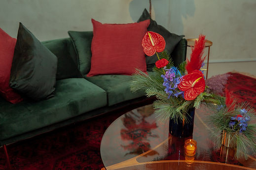 couch festive xmas party flowers tinsel pine