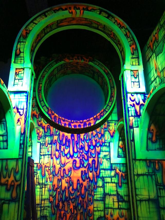 3D Blacklight Attraction