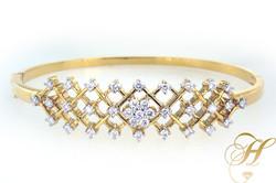 Ethos_Ladies_Diamond_Bracelet_-_BS08227.210120637_large.jpg