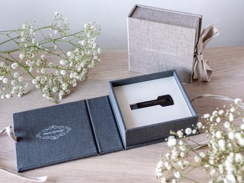 Folio usb key in a personalised usb box
