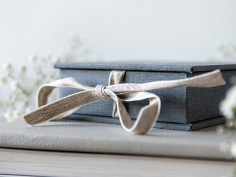 Natural cotton ribbon on a Folio usb box