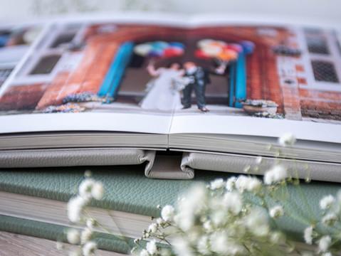 Lay flat pages in a Folio Fine Art Wedding Album