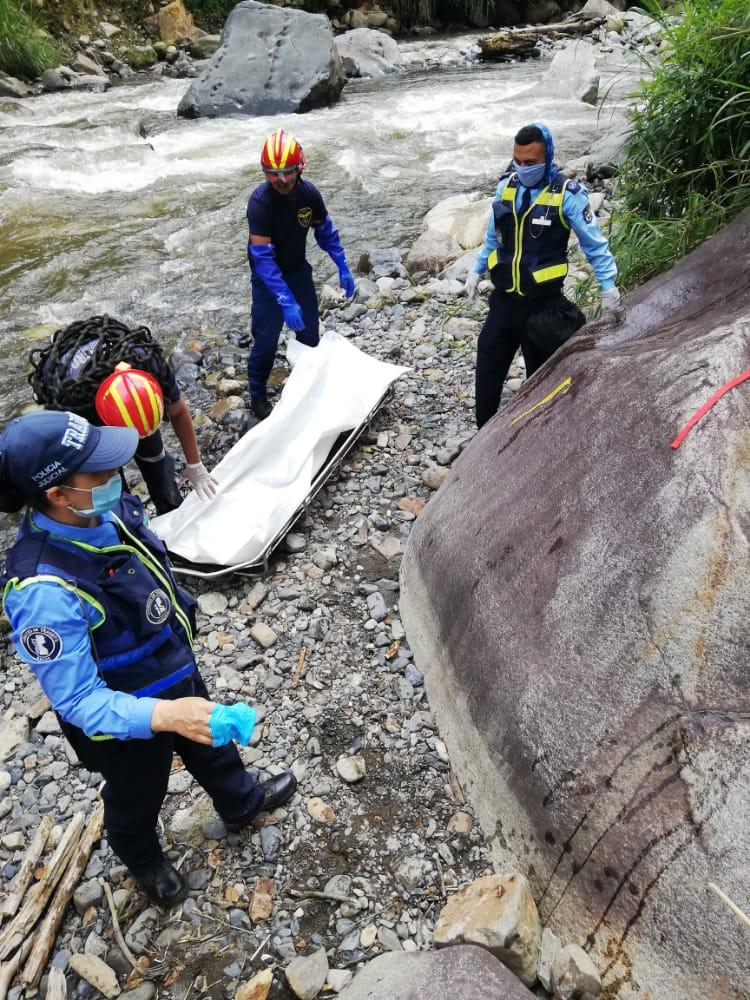 Labores de extracción del cuerpo del río San Juan