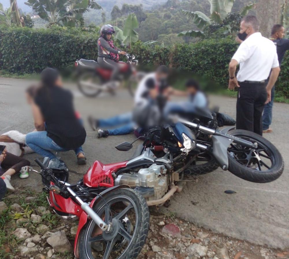 Choque entre motociclistas en Jardín