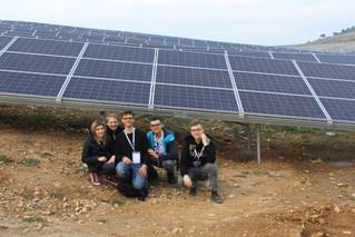 Poznajemy działanie elektrowni wodnej i słonecznej