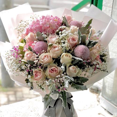20枝淺粉玫瑰加淺粉紅色繡球花束 KSPPHY20