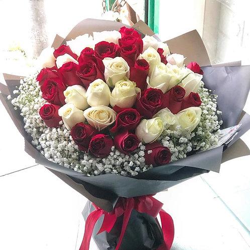 51枝紅白雙色玫瑰滿天星花束 Roses Bouquet WHRE-BK51B