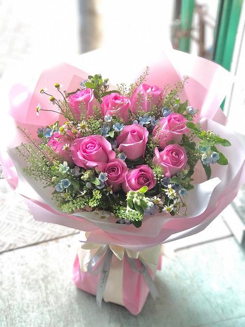 深粉玫瑰藍星花花束 Deep pink roses Blue Daze bouquet DPBD10