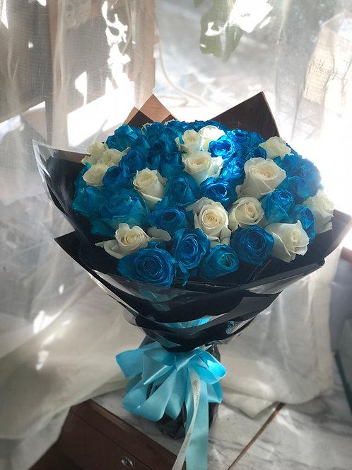 (必需預訂) White and Blue Rose Bouquet 藍白玫瑰花束 BUWH-GLBK51
