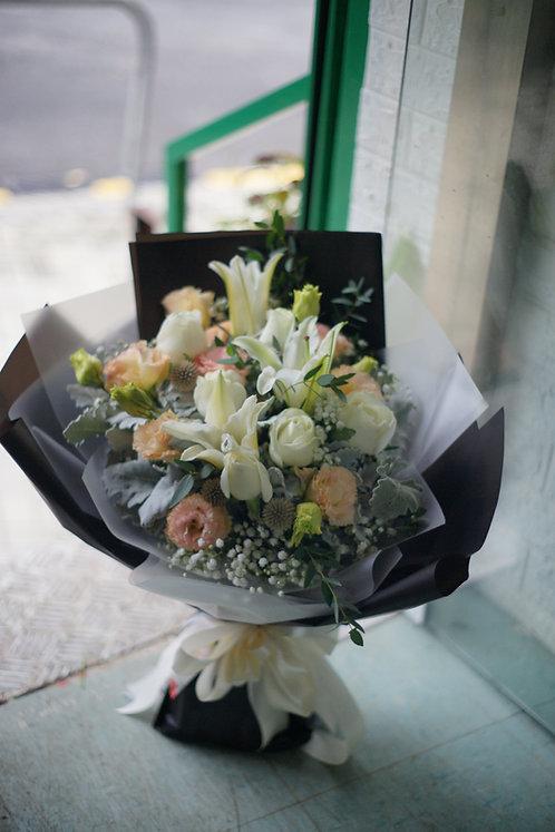 白百合白玫瑰花束 White Lily Classic Bouquet WLYWH6