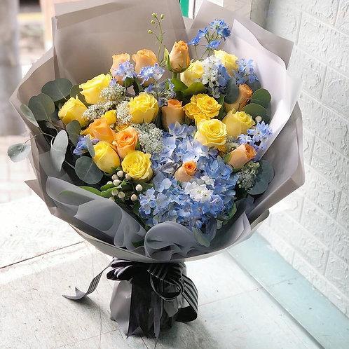 飛燕草黃玫瑰藍繡球花束 Yellow roses hydrangea bouquet YLORHY20A