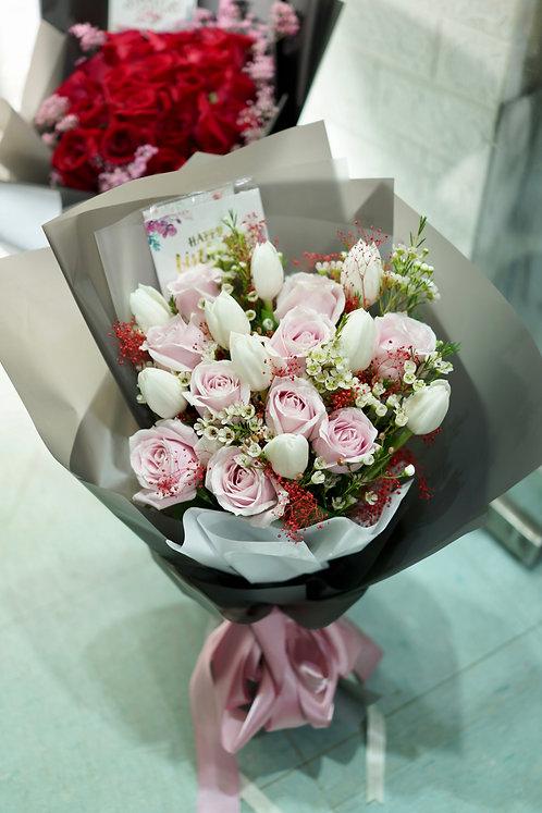 白鬱金香淺粉紅玫瑰花束 Tulip Rose bouquet WTUPP10