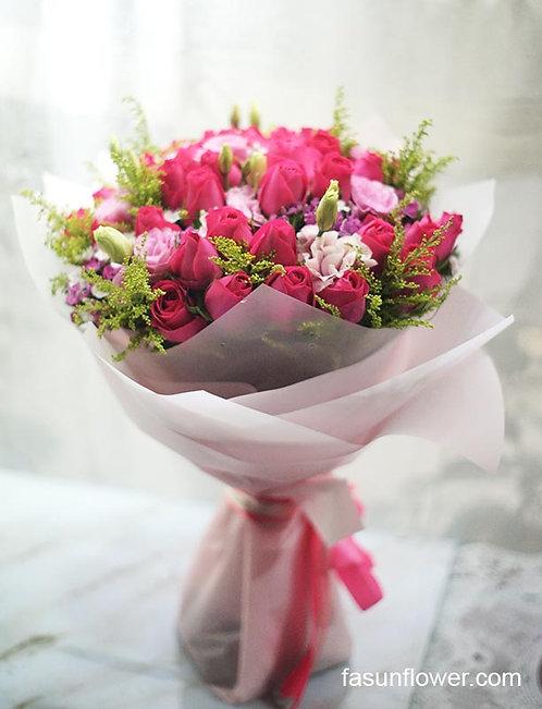 51枝桃紅玫瑰桔梗大花束  Magenta Rose bouquet PEPRE51A
