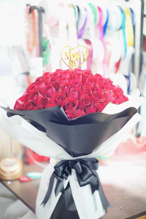 99/108 紅玫瑰花束(黑白色花紙) Rose Bouquet  RE-BW99