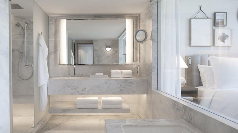 APL_021_Bathroom_of_Arion_Sea_View_Room_